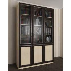 трехстворчатый книжный шкаф со стеклом