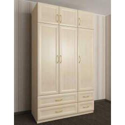 трехдверный шкаф с распашными дверями с антресолью