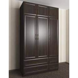 трехдверный шкаф с распашными дверями с ящиками для мелочей
