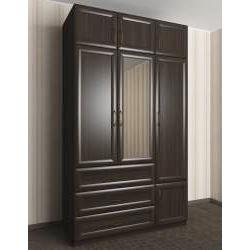 широкий платяной шкаф в спальню
