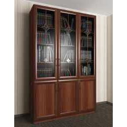 витражный трехстворчатый книжный шкаф со стеклом