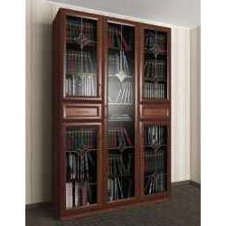витражный трехстворчатый книжный шкаф со стеклянными дверцами
