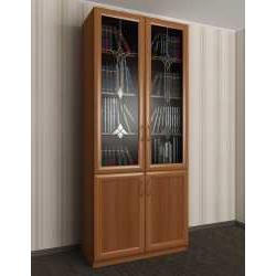 двухстворчатый книжный шкаф со стеклом с витражом