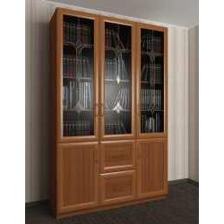 трехдверный книжный шкаф со стеклянными дверями с витражом