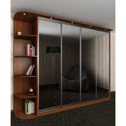 четырехдверный шкаф с раздвижными дверями